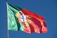 Algarve - Silves - Portuguese flag at the castle (25803263426).jpg