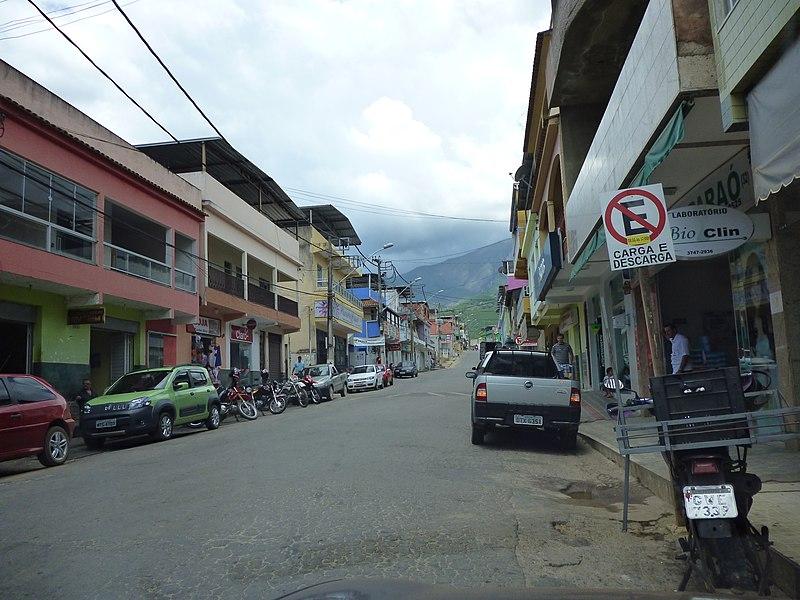 File:Alto Caparaó MG Brasil - Centro Comercial - panoramio.jpg