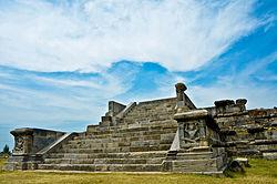 Ancient Ruins at Parihaspora 01.jpg