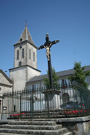 Anglès, Tarn - The church and cross in Anglès