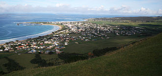 Apollo Bay - Apollo Bay township and bay from Mariners Lookout to the north-east