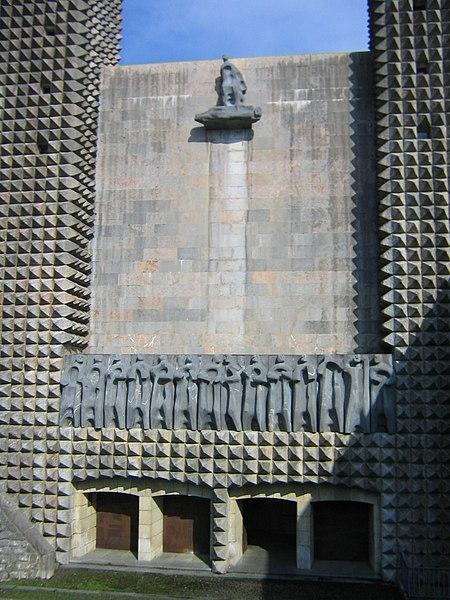 Archivo: Arantzazu fachada.jpg