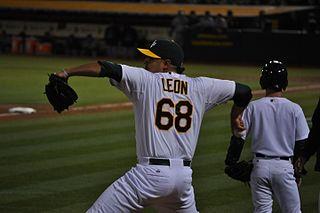 Arnold León Mexican baseball player