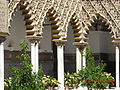Arquitectura árabe en jardines Reales Alcázares Sevilla.jpg