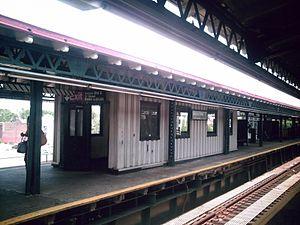 Astoria Boulevard (BMT Astoria Line) - Staircase shelter on southbound platform