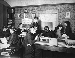 Antonia Maury - Harvard Computers at work, including Henrietta Swan Leavitt (1868–1921), Annie Jump Cannon (1863–1941), Williamina Fleming (1857–1911), and Antonia Maury (1866–1952).
