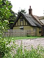 Attractive thatched cottage - geograph.org.uk - 911152.jpg