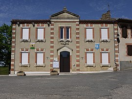 The town hall in Aubiet