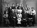 Avgangklasse Byåsen skole (1915) (11116524665).jpg