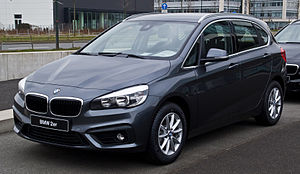 BMW 2 Series Active Tourer - Image: BMW 218i Active Tourer Advantage (F45) – Frontansicht, 15. März 2015, Düsseldorf