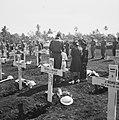 Batavia Op 5 April vond een massale herbegrafenis van oorlogsslachtoffers plaat, Bestanddeelnr 1611-6-8.jpg