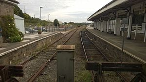 St Erth railway station - The bay platforms. Platform 3 is on the right-hand side of the picture; the platform on the left used to be used for goods traffic.