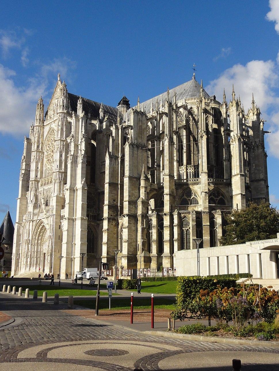 Beauvais (60), cathédrale Saint-Pierre, vue depuis le sud-est 2