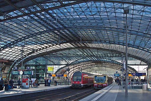 Berlin Hauptbahnhof oben RB+S-Bahn