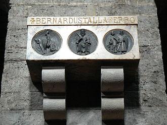 Bernard I, Count of Besalú - Renovated nineteenth-century sepulchre of Bernard in the monastery of Santa Maria de Ripoll.