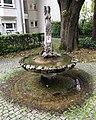 Brunnen Rotbuchenstr36 München.jpg