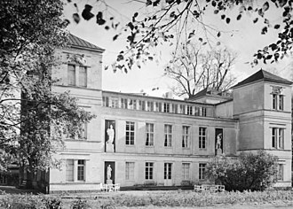 Schloss Tegel - Image: Bundesarchiv B 145 Bild P062848, Berlin, Schloss Tegel, Parkseite