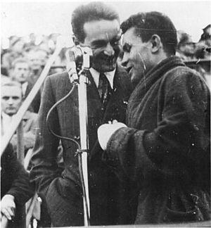 György Szepesi - Szepesi (left) interviewing bantamweight boxing champion Tibor Csík, 1949