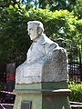 Busto en Plaza Boris Spivacow.JPG