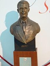 Ramón Sánchez Pizjuán statue