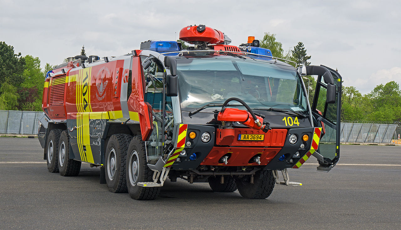 File camion de pompier a roport luxembourg wikimedia commons - Lit camion de pompier ...