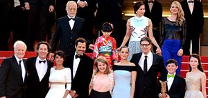 The Little Prince (2015 film) - The film's crew at the Cannes Film Festival: (from bottom right) Mackenzie Foy, Riley Osborne, Mark Osborne, Marion Cotillard and other actors who provided the French and Japanese voices.