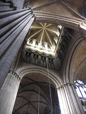 Crossing (architecture) - Image: Cathedrale tourlanterne