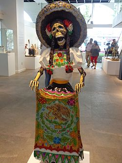 Catrina vestida de China Poblana en homenaje a Posada. Museo de Arte Popular.