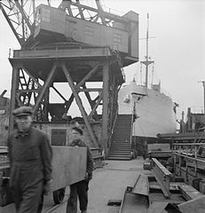 Cecil Beaton Photographs- Tyneside Shipyards, 1943 DB223.jpg