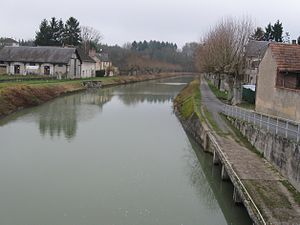 Châtillon-Coligny - The Briare Canal in Châtillon-Coligny