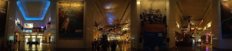 Chicago Museum of Science and Industry.JPG