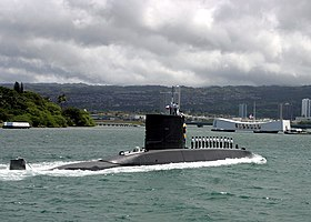 Chilean submarine Simpson (SS-21) at Pearl Harbor on 21 June 2004 (040621-N-5539C-001).jpg