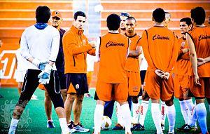 Joaquín del Olmo - Joaquín del Olmo explaining tactics to team