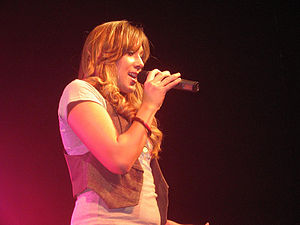 Colbie Caillat - Caillat performing in Birmingham, Alabama, November 2007