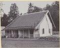 Collectie NMvWereldculturen, RV-A440-dd-119, foto, 'Twee gekoppelde tweede klas woningen voor inheemse arbeiders in kampong Pengok C.W. in Yogyakarta', fotograaf onbekend, 1924-1932.jpg