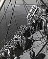 Collectie NMvWereldculturen, TM-60042236, Foto- Het 3e bataljon debarkeert in Makassar, 1940-1950.jpg