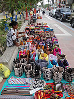 Colombian craft on Avenida Primera