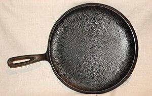 Comal (cookware) - A cast-iron comal