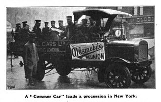 Commer - Commer lorry, New York 1910 leading a parade of 400 Oldsmobile cars