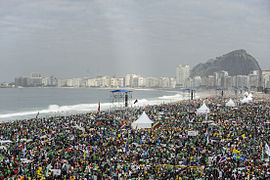 Crowds in Copacabana - Holy Mass for the WYD 2013 in Rio de Janeiro.jpg