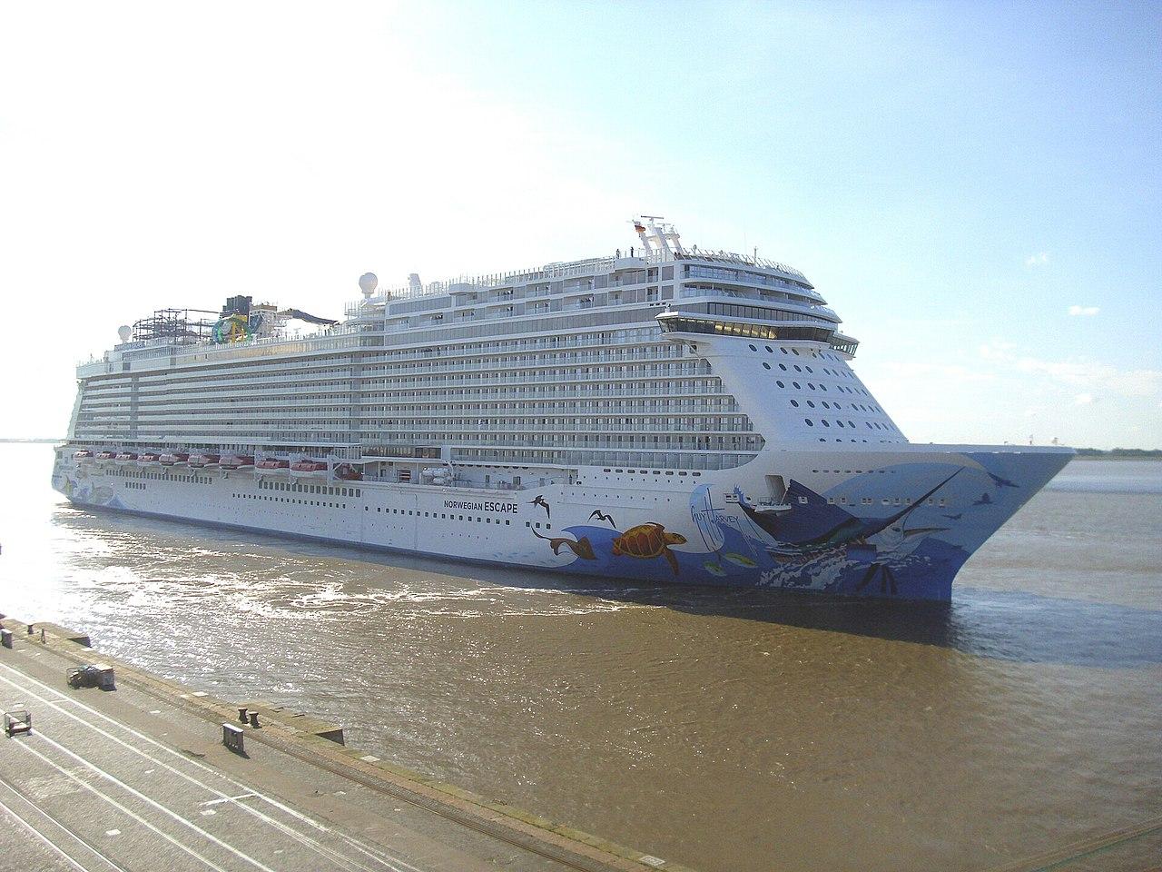 Cruise ship Norwegian Escape (1).jpg