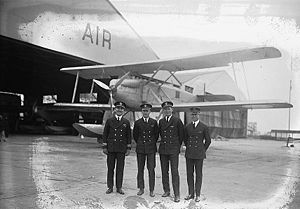 Curtiss CS with naval aviators 1924.jpg