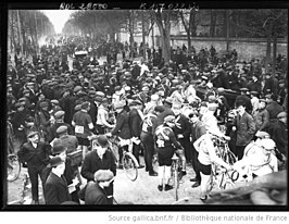Départ du Paris–Roubaix, ville de Chatou, Paris, France - 19130323.jpg