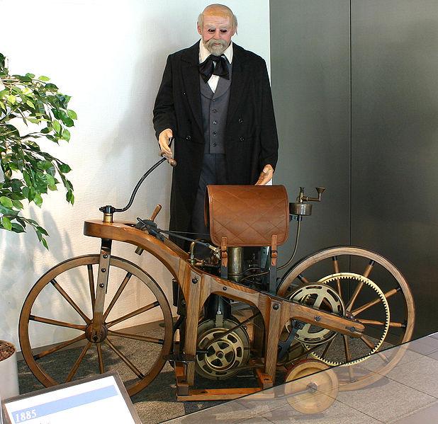 Réplica de la Reitwagen de Daimler-Maybach.
