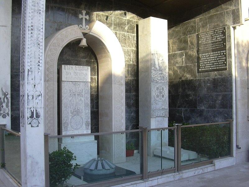 File:Damaskus, Denkmal des Genozids im Hof der armenisch orthodoxen Kirche Mar Sarkis (38651262956).jpg