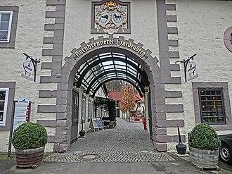 Hardenberg-Wilthen - Image: Das Unternehmen in der heutigen Form wurde 1998 gegründet. Die Geschichte geht jedoch zurück auf das Jahr 1700. In diesem Jahr gründete Fritz Dietrich von Hardenberg die Kornbrennerei Hardenberg. panoramio