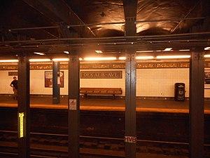 DeKalb Avenue (BMT Canarsie Line) - Platform level