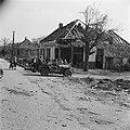 De prins passeert met zijn jeep verwoeste woningen, Bestanddeelnr 900-2505.jpg
