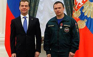Order of Courage - Russian President Dmitry Medvedev awarding the Order of Courage to EMERCOM mine rescue detachment commander Valery Zelyakov on May 3, 2012. (Photo www.kremlin.ru)