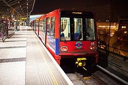 Docklands Light Railway 08 (13169039454).jpg